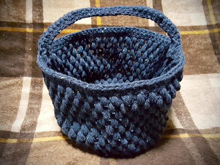 玉編みバスケットの毛糸入れ