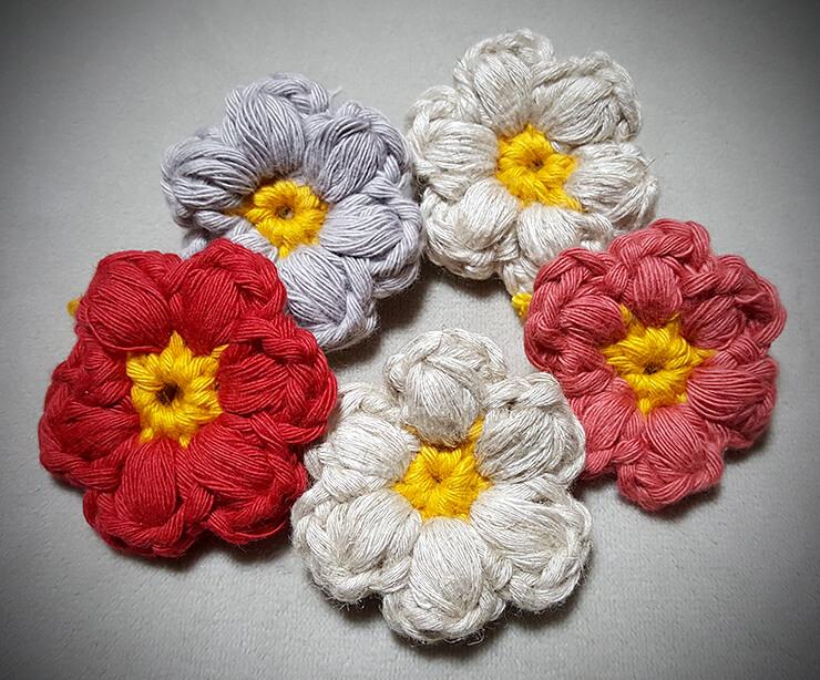 余り糸で花のモチーフ
