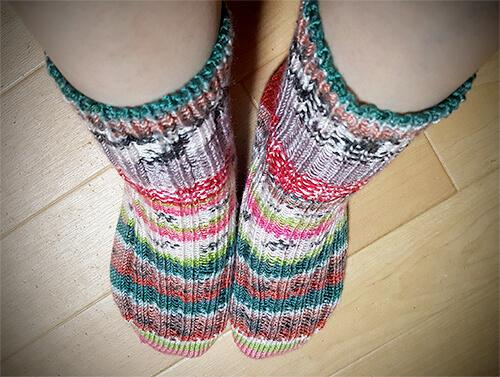 手編みの靴下 デザインヤーン