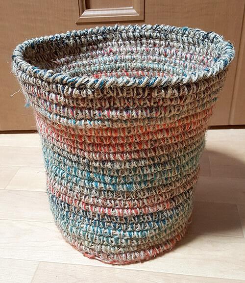 編みくるみのゴミ箱カバー