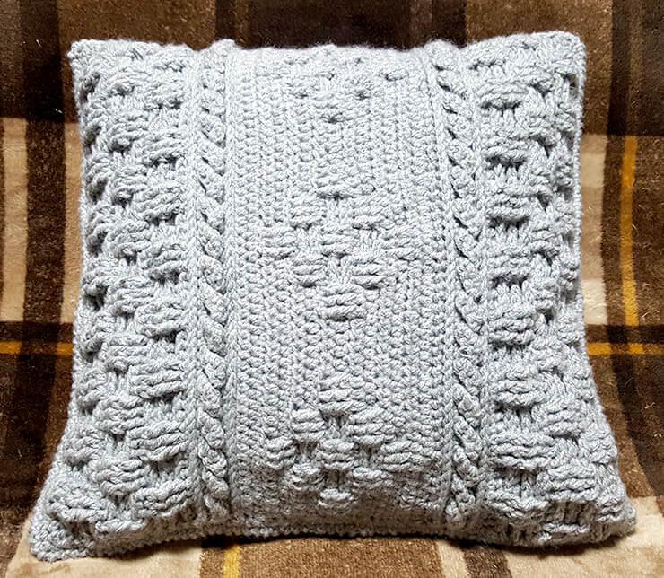 メランジの模様編みクッションカバー