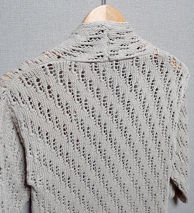 コットン糸の模様編みカーディガン