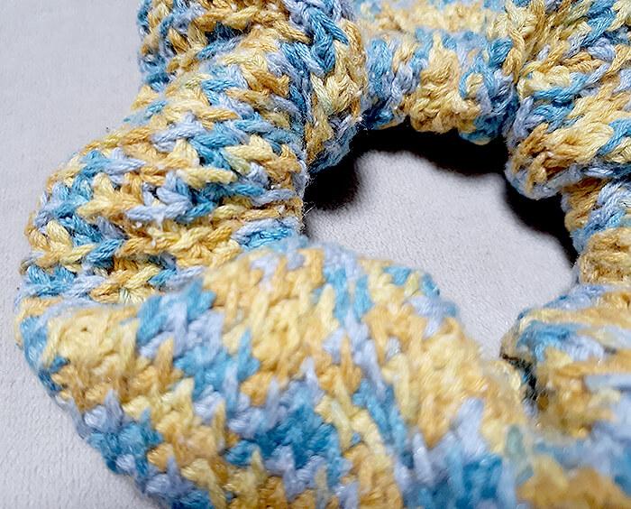 かぎ針編みのシュシュ