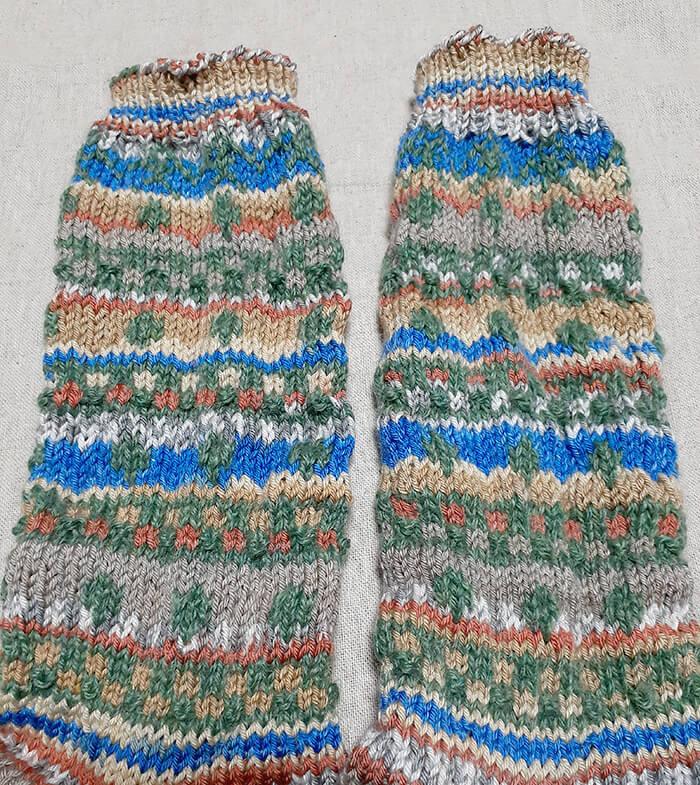 100均毛糸で編み込み靴下