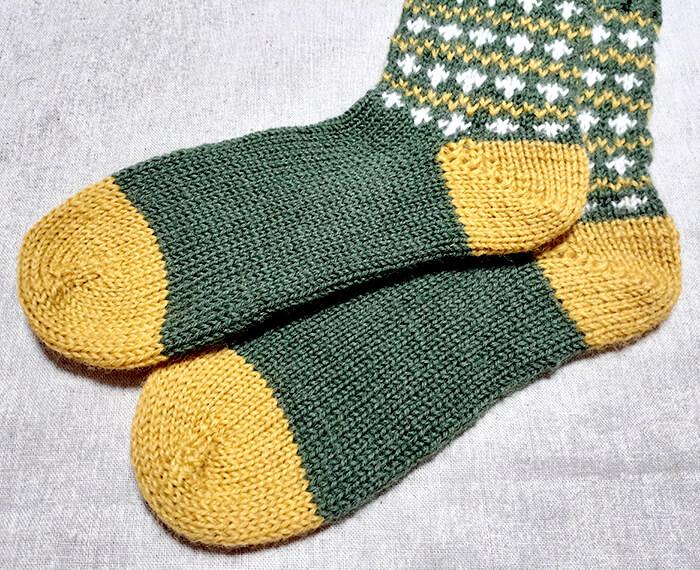 100均毛糸の編み込み靴下